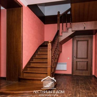 Металлическая лестница с отделкой из дуба г. Москва