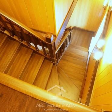 Деревянная лестница из лиственницы в частном доме г. Павловский Посад