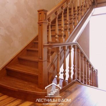Лестница на два этажа из дальневосточного ясеня, г.Москва