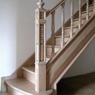 Изящная лестница из массива ясеня г. Москва