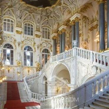 Идея для фото: знаменитая лестница Эрмитажа