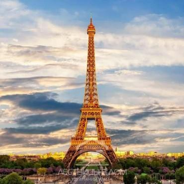 Распродажа элементов лестницы Эйфелевой башни