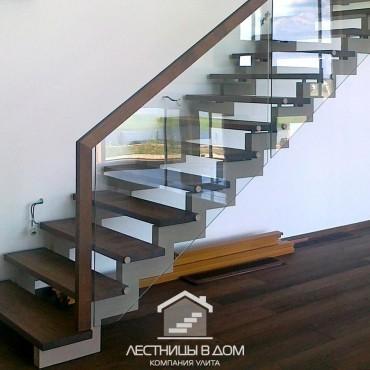Металлическая лестница со стекл. ограждением