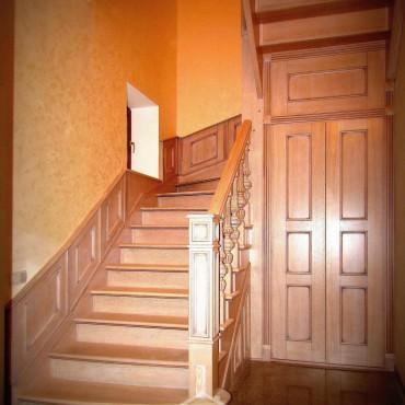 Эксклюзивная дубовая лестница с пристенными панелями г. Москва