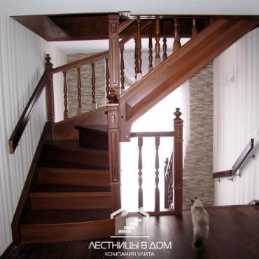 Классические лестницы в частном доме с балюстрадой, г. Москва